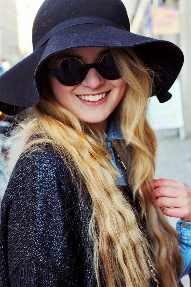 Herbstmantel von esprit, fingernagel ring, ring mit fingernagel, ring den auf den fingernagel setzt, rosenthaler platz berlin, hipsterbezirk berlin, hipster blogger berlin, pullover über jeanshemd, wintertrend oversize pulli über jeanshemd,  hairextentions 60 cm, haarverlängerung mit 60 cm , haarextentions von verlocke, verlocke haarextentions, echthaarverlängerung, weaveITdeluxeTressen verlocke, haartressen, weaveIT haarverlängerung, 7.3 FloridaCaramelblondvon L'oréal