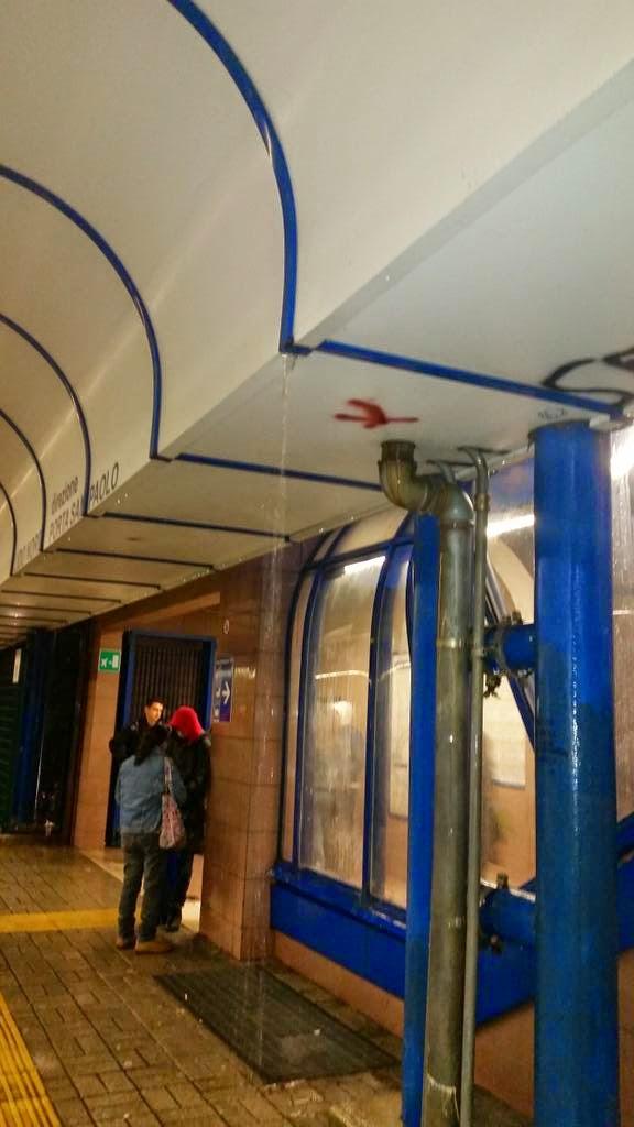 Vitinia - Piove dentro la Stazione