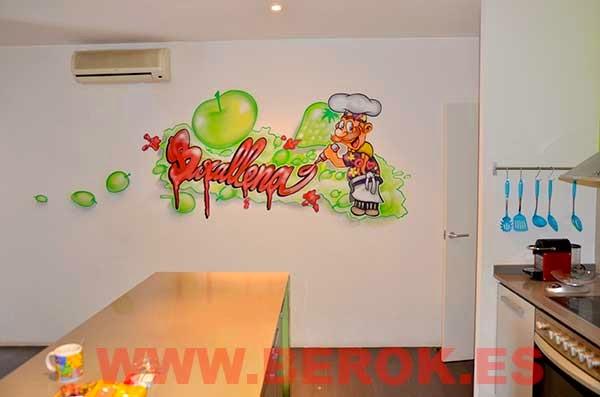 Mural pintado en pared de cocinero escibiendo con ketchup