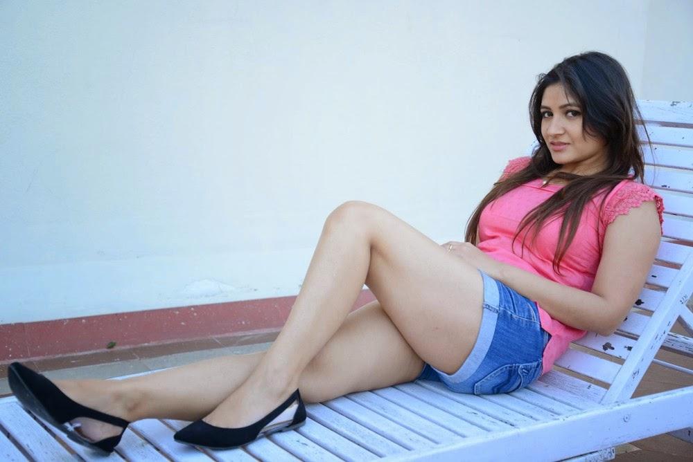 Prabhajeet Kaur Glamorous Photo shoot-HQ-Photo-5