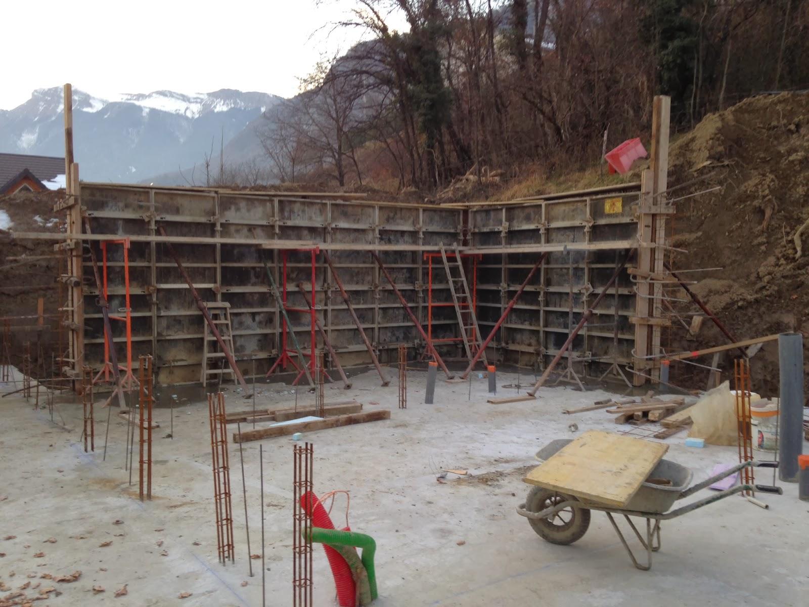 Notre maison en bois les fondations for Beton coule en place