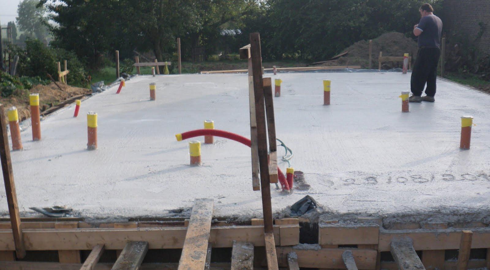 Maison paille et bois etape 3 les fondations phase 4 la dalle en b ton - Temps de sechage dalle beton pour marcher dessus ...