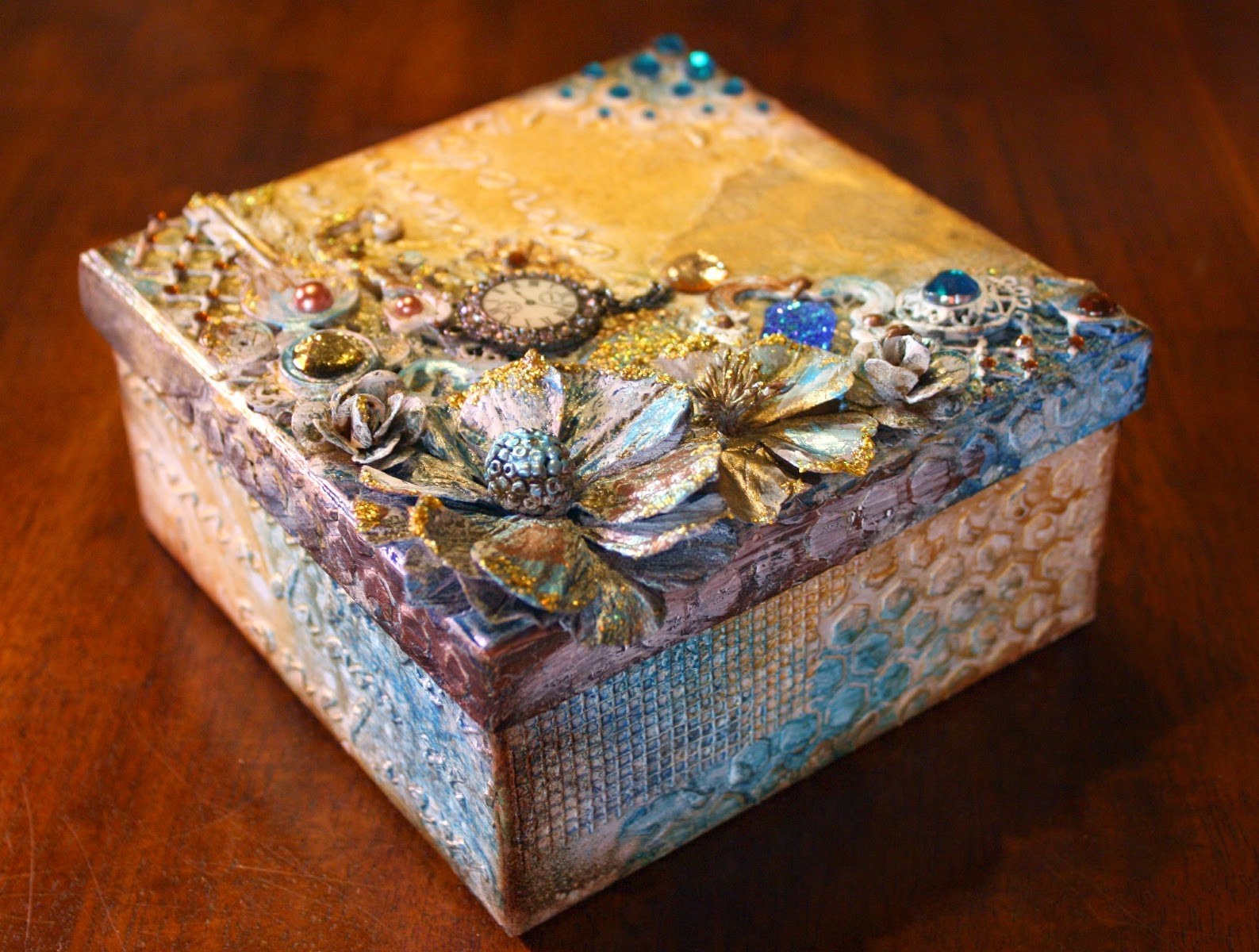 A Keepsake box by Gabrielle Pollacco using Bo Bunny mixed media products: Glimmer Sprays, Pearlescents, Glitter Paste and Stickable Stencils
