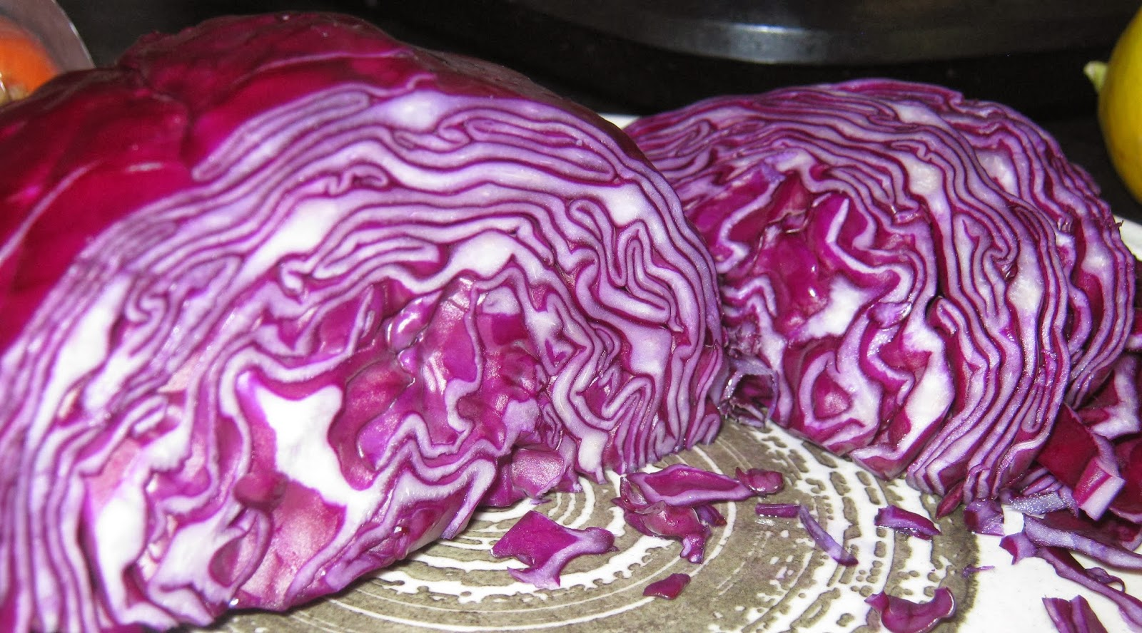 The pattern on the inside of a red cabbage