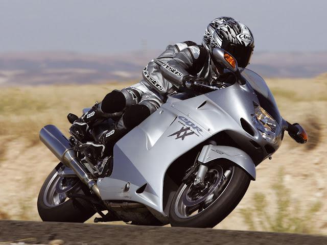 Gambar Sepeda Motor Honda CBR 1100xx Blackbird 16