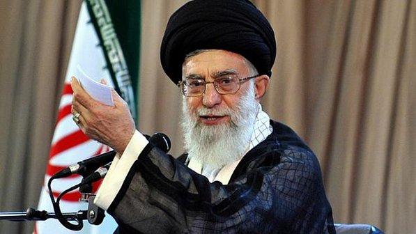 Líder iraniano disse que Obama usa com pretexto, ataque de armas químicas, para iniciar uma Guerra no país.