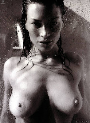 Carre Otis In All Her Naked Glory By Antoine Verglas
