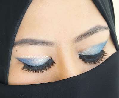 tutorial ombre blue sky eyeshadow featuring Revlon Colorstay final result
