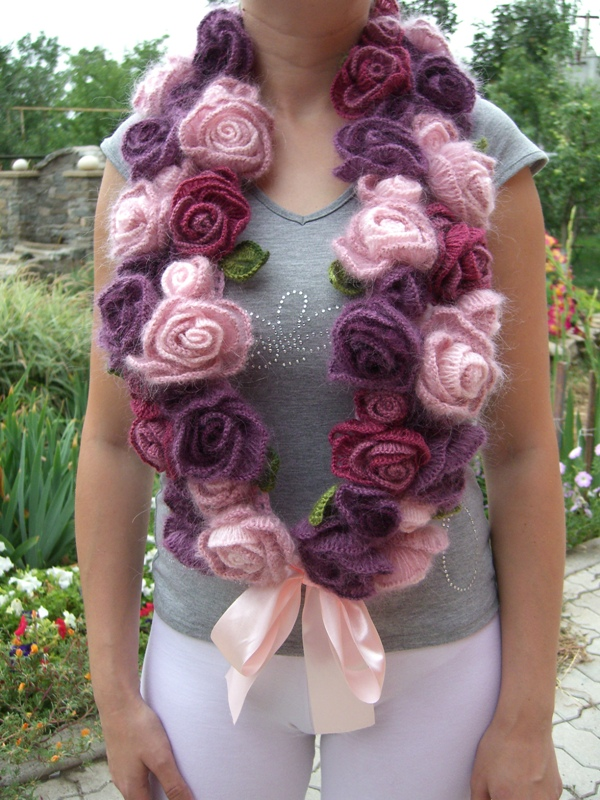 Вязание шарфа с цветами спицами