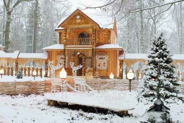 Father_Frost_Two Storied_Wooden_House_Belarus