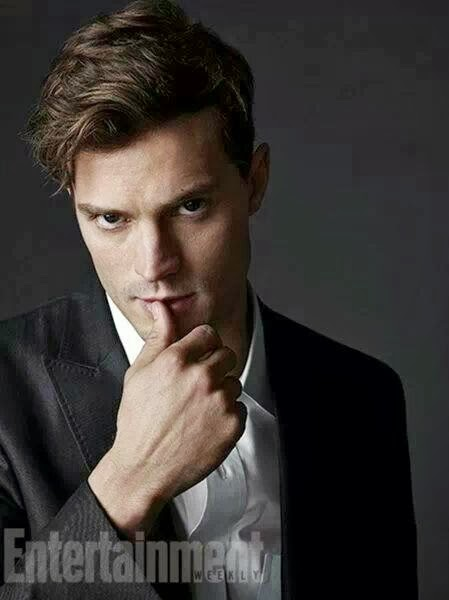 Jamie Dornan posa como Christian Grey en el último numero de la revista Entertainment Weekly,
