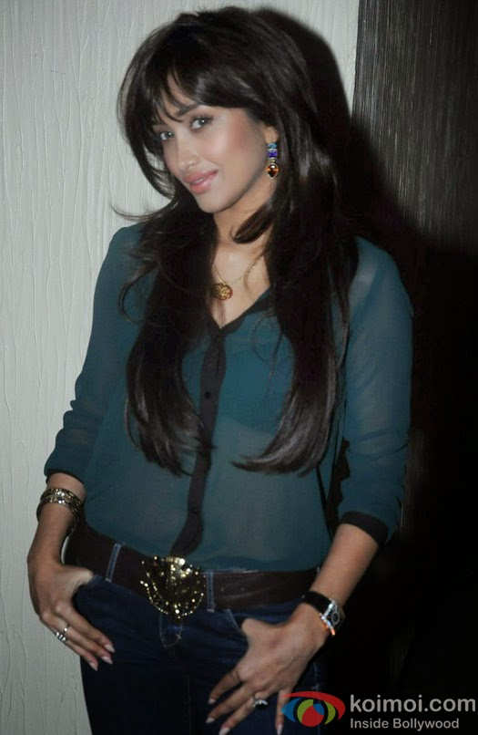 bollywood babe Jiah Khan in jeans and transparent shirt