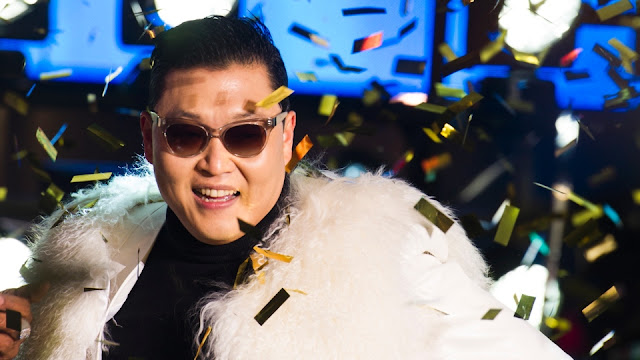 psy gangnam style - pulseras cruciani - times square2