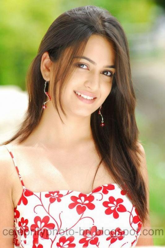 Actress%2BKriti%2BKharbanda%2BHot%2Band%2BSpicy%2BStills%2BPhotos%2BCollection002