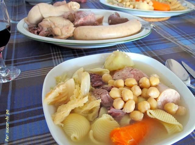11 Recetas Navideñas del Mundo: Escudella l Carn D'Olla | http://bizcochosysancochos.blogspot.com/