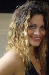 Sorriso largo seja feliz ou triste meu verdadeiro estado. Camila Senna