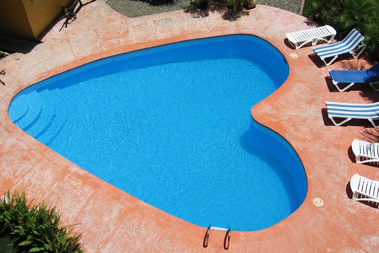 Piscinas de ver o com formas incomuns decora o e ideias for Formas de piscinas