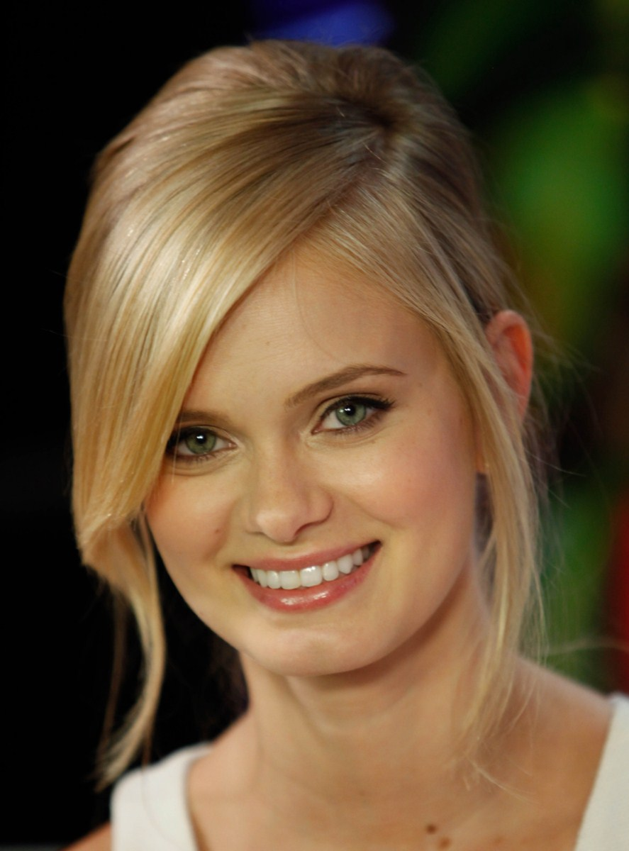 Sara Paxton – Visits Younghollywoodcom, Los Angeles