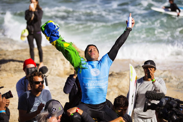 2 Adriano de Souza Drug Aware Margaret River Pro WSL Kelly Cestari