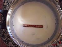 mousse de arroz con leche-añadiendo la leche