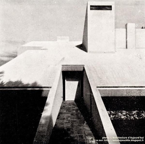 Lège-Cap-Ferret - La Vigne - Villa Bouesseau, rue Merlot  Architecte: Adrien Courtois, Yves Salier, Pierre Lajus, Michel Sadirac  Construction: 1965