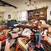 Fotógrafo Geoff Johnson retrata a vida de crianças filhas de pais que sofrem Acumulação compulsiva
