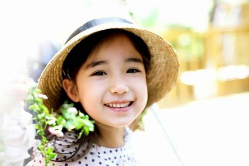 Foto Alyena Yilmaz salah satu anak paling cantik di dunia