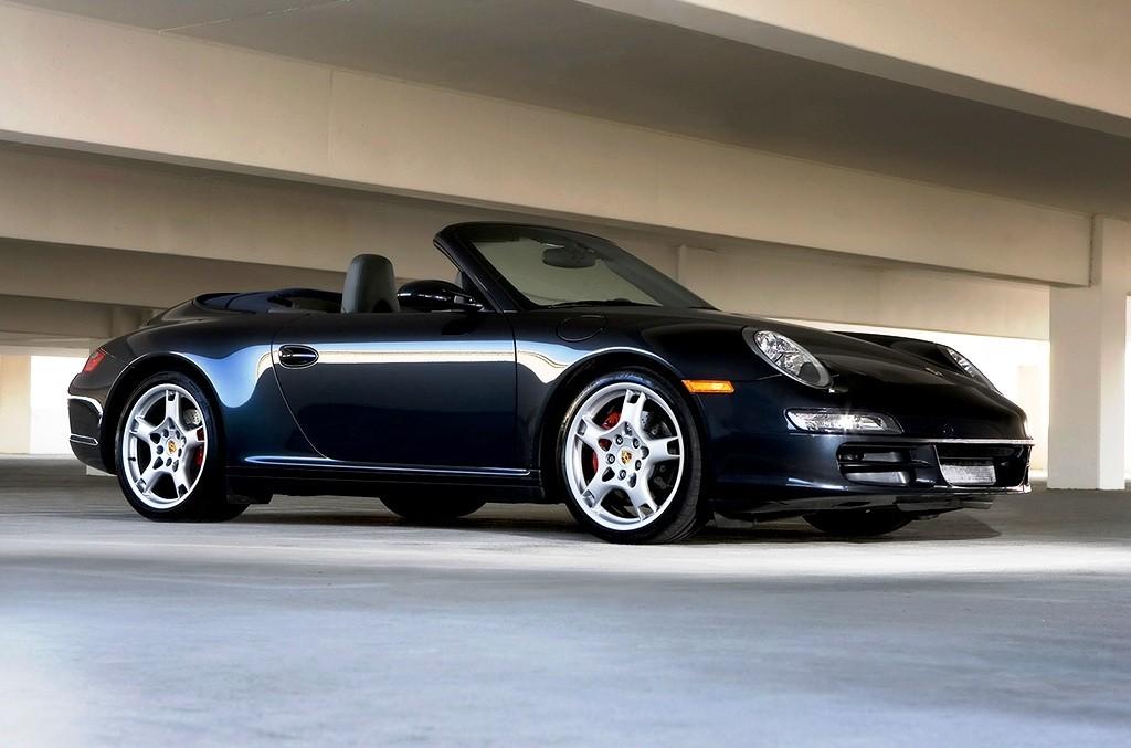 Porsche 911 Carrera 4 GTS Drive 1