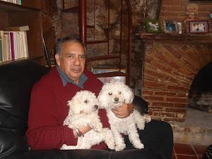 Lic. Camacho Acevedo y sus perras violette y pecas