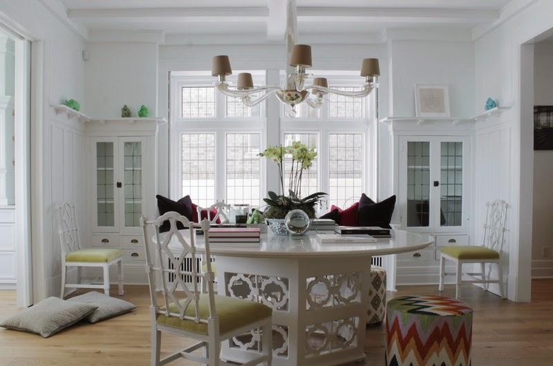 metamorfoza, białe wnętrza, stół, krzesła