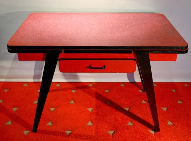 Chicbaazar objets vintage 50 60 70 table formica rouge 1960 for Meuble formica annee 50