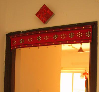 Use fabric to make a DIY wall lamp
