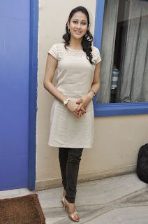 panchi bora Pictures at yamini chandra Sekhar trailer launch(9).jpg