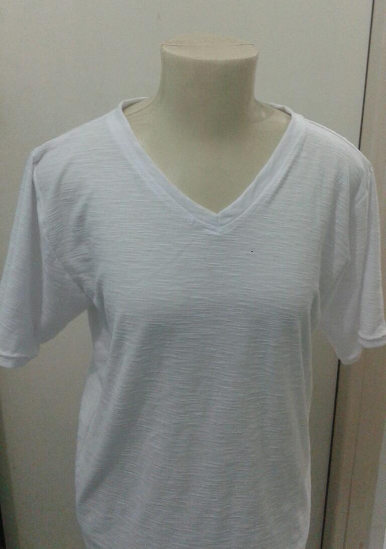Camisa de malha feita com agulha dupla