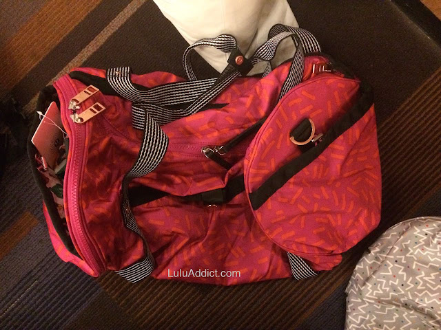lululemon-2015-sea-wheeze-expo-merchandise high-mileage-duffel-magenta