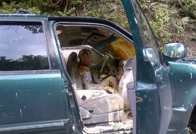 hombre lleno de pintura en accidente