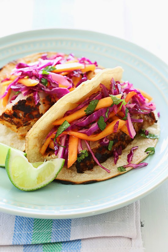 Blackened fish tacos with cabbage mango slaw skinnytaste for Fish tacos with coleslaw