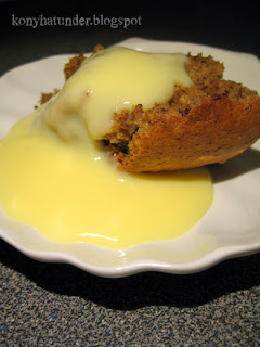 walnut-banana-bread-with-custard