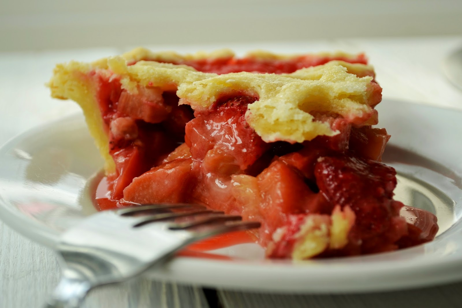 Family Feedbag: Strawberry rhubarb pie