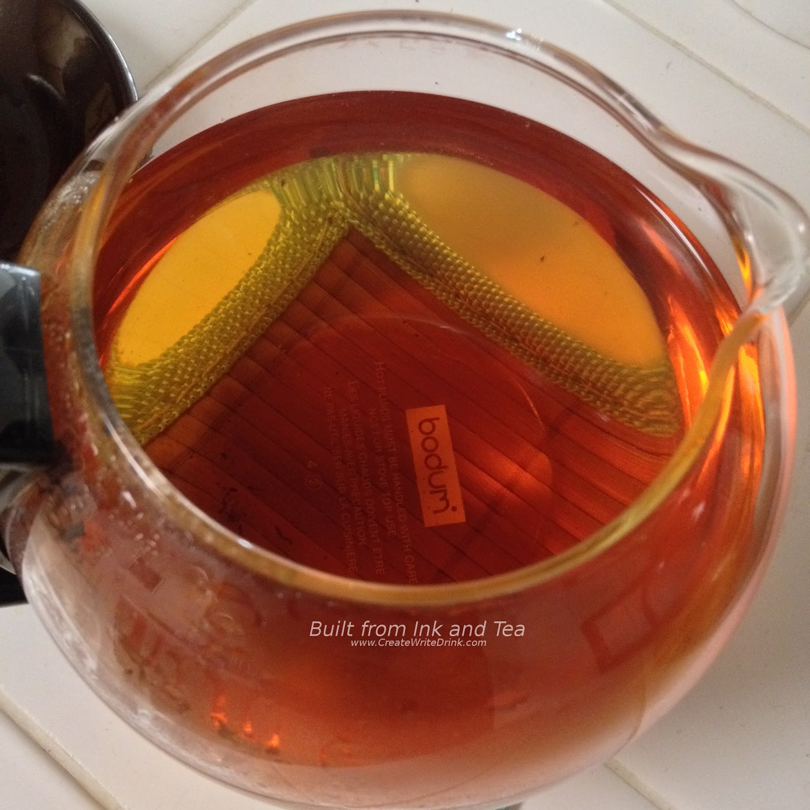 a summary of black tea Quick summary most tea has 15-70 mg caffeine / cup coffee tends to have 80-135 mg caffeine / cup it is a myth that green or white teas are always lower in caffeine than black.