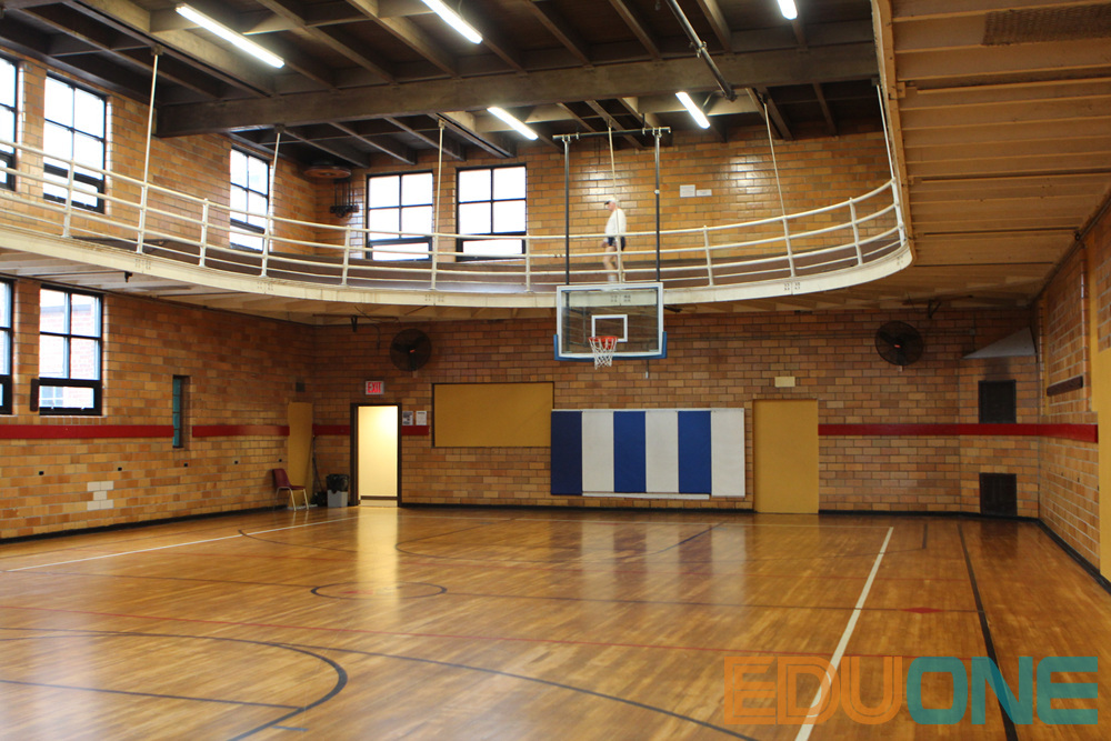 Residential center offers sports facilities for for Indoor residential basketball court