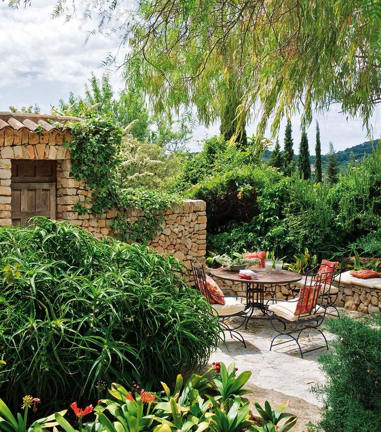 Estilo rustico los jardines rusticos for Fotos de jardines rusticos