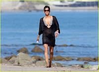 Bikini Babe in Malibu! :Halle Berry