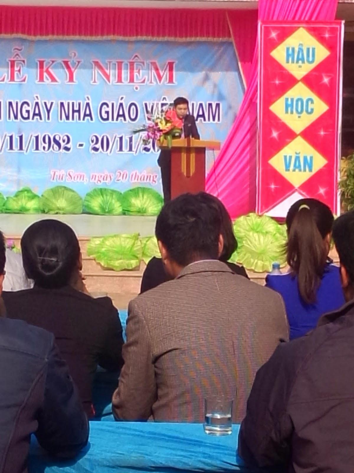 tham gia buổi lễ kỷ niệm ngày nhà giáo Việt Nam