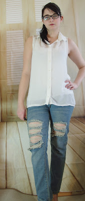 Outfit Ripped Jeans & Chiffon Top