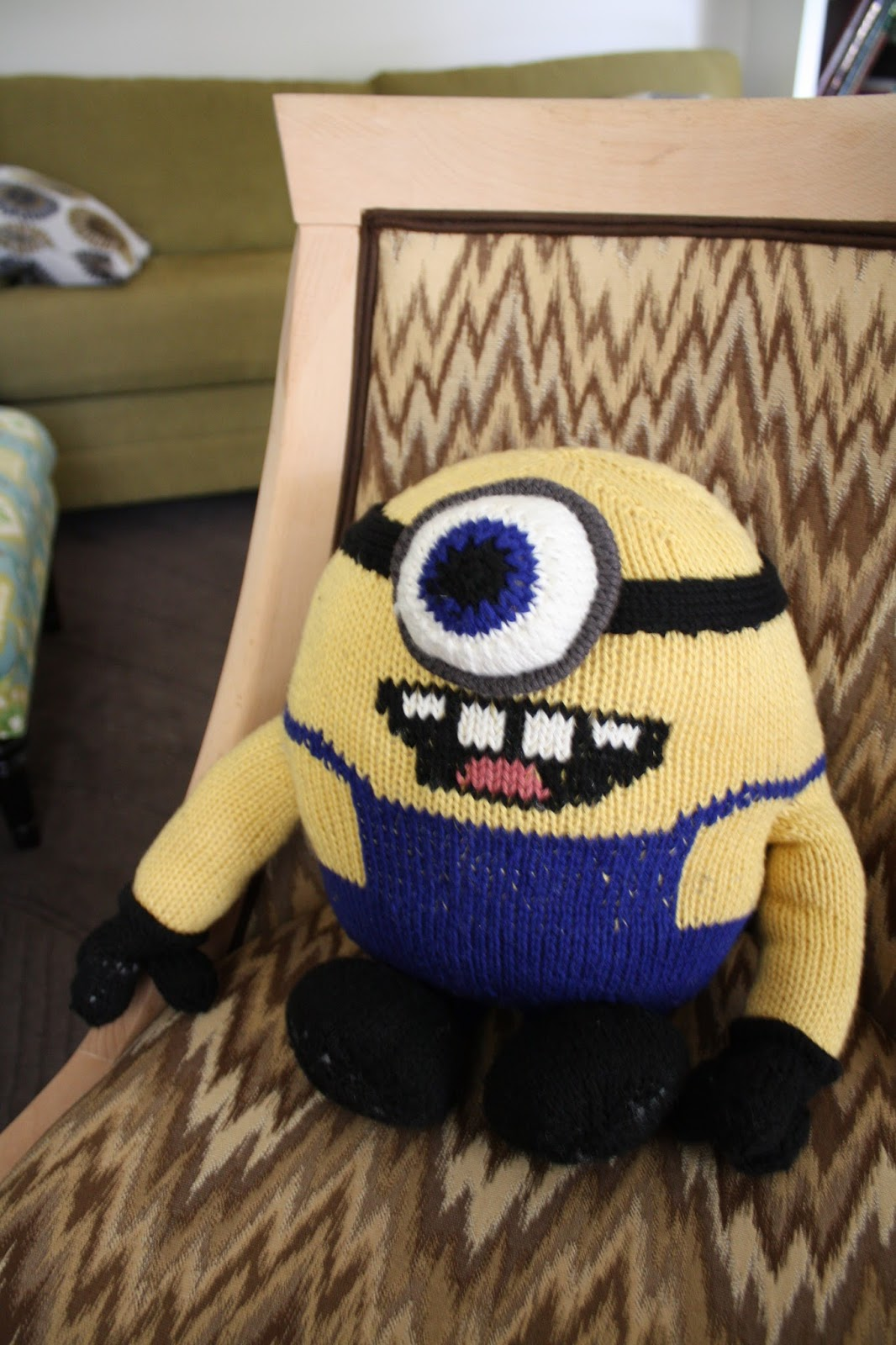 Knitting Pattern For A Minion : snapdragon crafts: knitting a minion