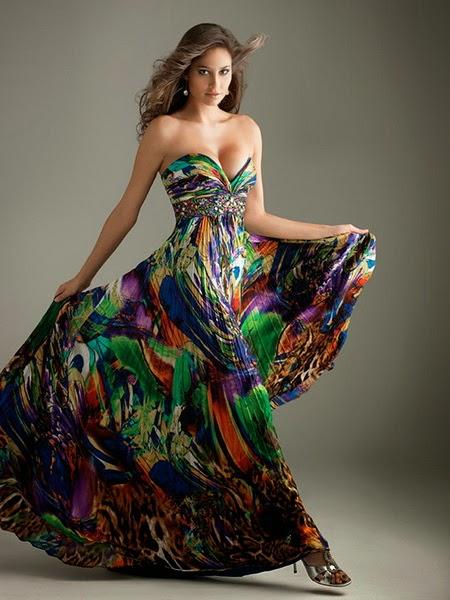 А чтобы доказать актуальность такой вещи, как теплый сарафан из твида, мы рекомендуем просмотреть коллекции модной женской одежды от таких мэтров-домов моды