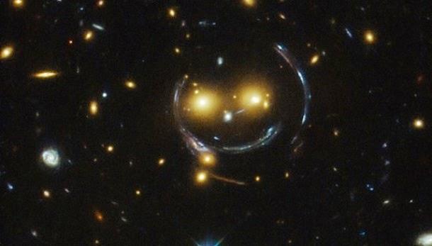 Telescópio Hubble encontra smiley no espaço