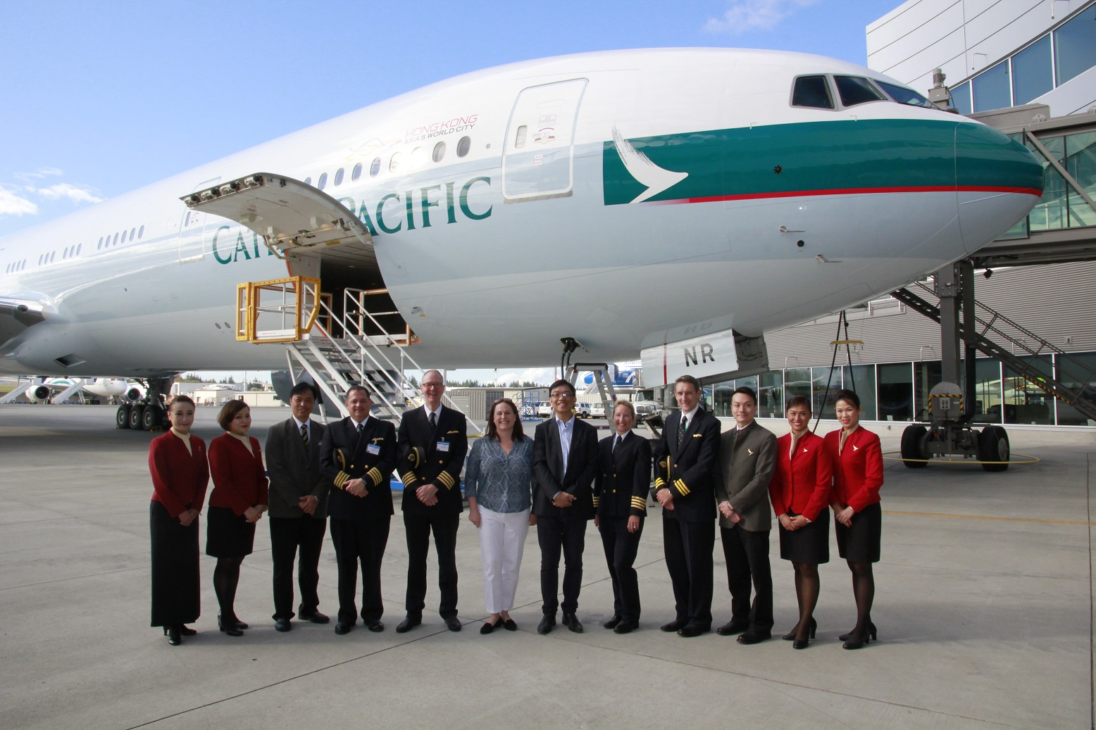 É MAIS QUE VOAR | Boeing entrega o 70° Boeing 777 para Cathay Pacific Airways