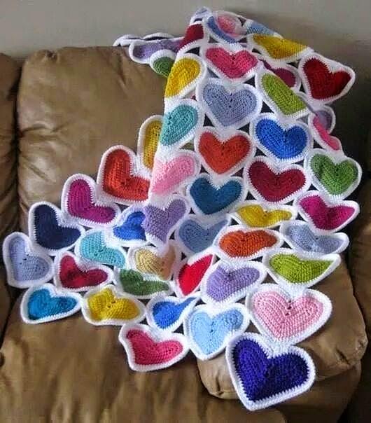 Manta al crochet motivo corazones